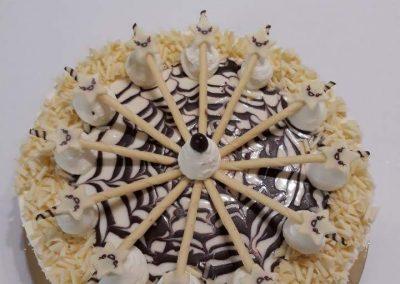 Nugátové amaretto torta